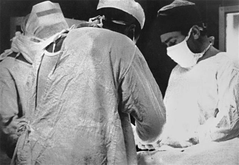 Hospital (1977)