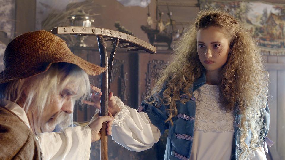The Fairy Tale Land - an Apple and an Orange (2017)